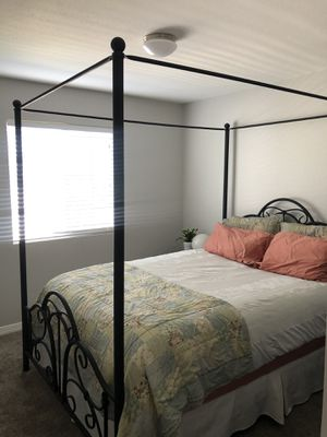 Black metal bed frame queen size for Sale in Draper, UT