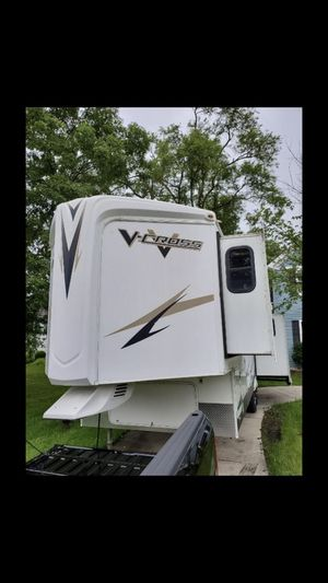 2011 v cross By forest river 5 wheel With 3 slide outs electric awnings for Sale in Bloomingdale, IL