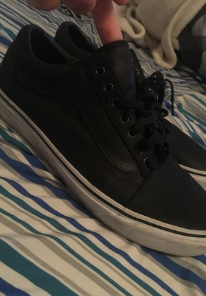 Men's low top vans leather edition !!! So clean ! 10.5 for Sale in Salt Lake City, UT