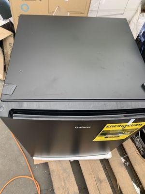 Galanz 2.7 Cu Ft Single Door Mini Fridge GL27BK, Black for Sale in Compton, CA