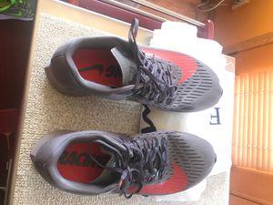 Nike men's size 9.5 running shoe for Sale in Wenatchee, WA