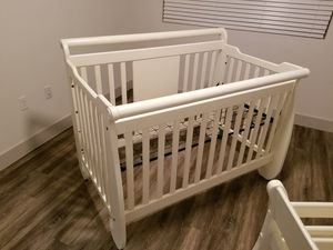 Baby Crib and changing table real wood for Sale in San Tan Valley, AZ