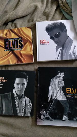 Elvis Presley Books in good condition whoever is a fan gots biography on his life for Sale in San Antonio, TX