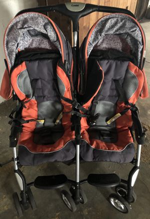 Kids twin stroller and car seats for Sale in Youngstown, OH