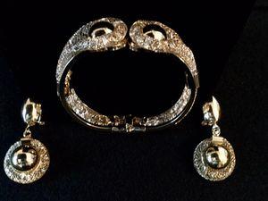 Beautiful 5 piece formal jewelry set (costume) for Sale in Philadelphia, PA