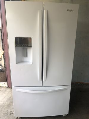 Whirlpool refrigerator works great for Sale in Fresno, CA