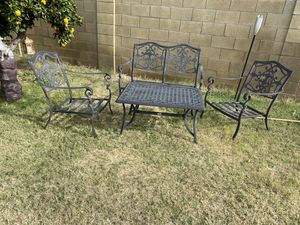 patio set. Loveseat, 2 chairs and coffee table for Sale in Glendale, AZ