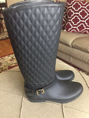 Guess rain boots size 8 for Sale in Schaumburg, IL