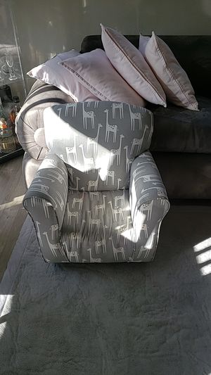 Giraffe kids sofa chair for Sale in Walnut Creek, CA