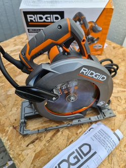 Ridgid 12 Amp Corded 6-1/2 in. Magnesium Compact Framing Circular Saw for Sale in Snohomish,  WA