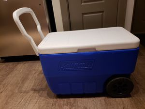 Coleman Cooler with Wheels for Sale in Seattle, WA