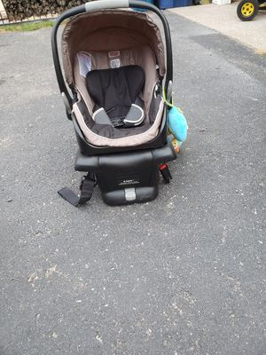 Infant car seat with base for Sale in Bensenville, IL