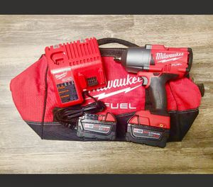 "New Milwaukee M18 FUEL 1/2"" High Torque 1400 ft-lb Impact Wrench Kit for Sale in Chicago, IL"