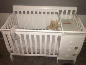 White crib with changing table for Sale in Las Vegas, NV