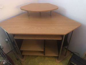 Two tier desk for Sale in Grand Prairie, TX