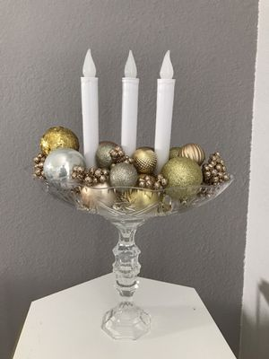 Christmas gold and silver centerpiece for Sale in Kissimmee, FL
