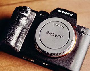 Sony A7ii Full Frame Mirrorless Camera 📸 for Sale in Lehigh Acres,  FL