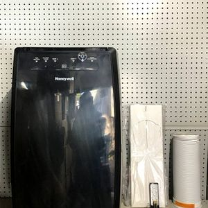 Honeywell Air Conditioner 12k Btu for Sale in Lynwood, CA