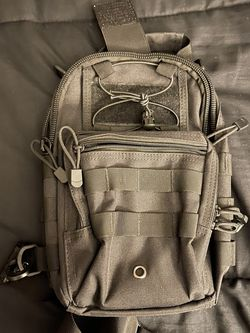 Men's Sling Bag New Condition Black Tactical for Sale in Orlando,  FL