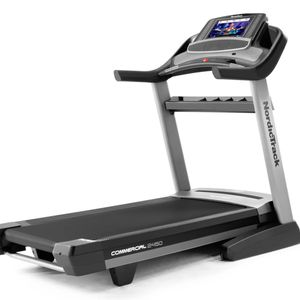 Treadmill Nordictrack Commercial 2450 for Sale in Phoenix, AZ