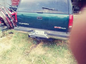 I got a 1995 gmc tahoe parting out only has good motor low.miles and transmission inside was in a fire has 235 75 15 tires in good shape for Sale in San Antonio, TX