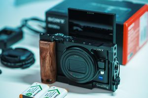 Sony RX100 VI + Cage + Variable ND + 2 batteries for Sale in Artesia, CA