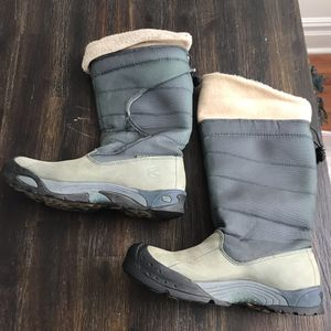 Keen Alaska Tall LINED insulated mukluck Winter Women's Snow Boots Size 9. Condition is Pre-owned. See pictures ask questions and make an offer! for Sale in Queens, NY