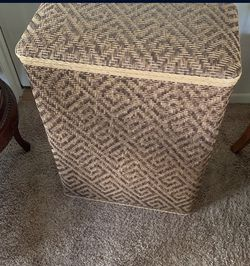 Laundry Basket for Sale in Orlando,  FL