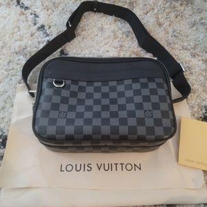 Louis Vitton Small Messenger Bag for Sale in Glendale, AZ