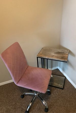 Mini table and computer chair for Sale in Atlanta, GA