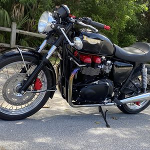 2005 Triumph cafe racer 700 original miles awesome Exhaust jet kit seat bars custom lighting powdercoat etc on e bay no reserve. Item no. 353287097601 for Sale in Pompano Beach, FL