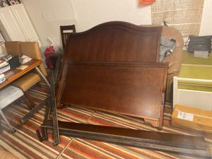 Queen size bed frame for Sale in Akron, OH