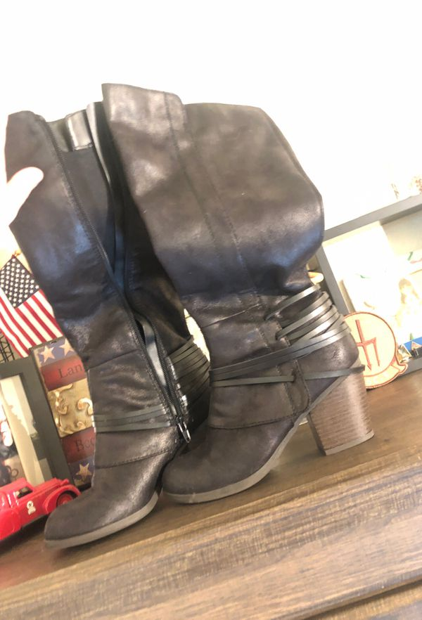 Black boots, size 6