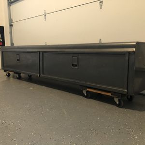 8' Truck Tool Box for Sale in Duvall, WA