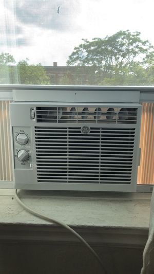 AC UNIT LIKE NEW for Sale in Detroit, MI