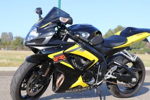 2007 GSXR 750 CLEAN TITLE LOW MILES!! for Sale in Fresno, CA
