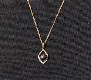 10k Gold Tahitian Pearl with Diamond Accent Pendant and Chain for Sale in Long Beach, CA