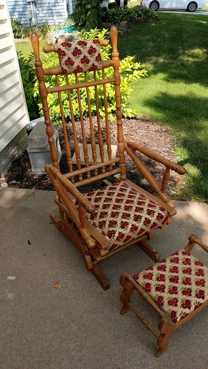 Antique glider rocker with footstool for Sale in Riverdale, IA
