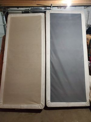 Cal king bed for Sale in Fresno, CA