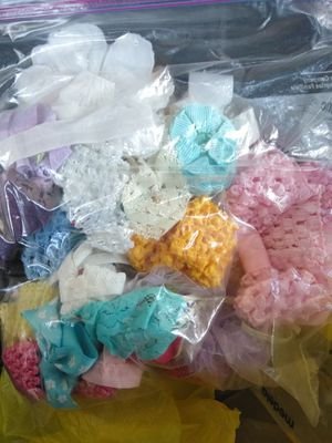 Baby girl bows and Medela bottles for Sale in Modesto, CA