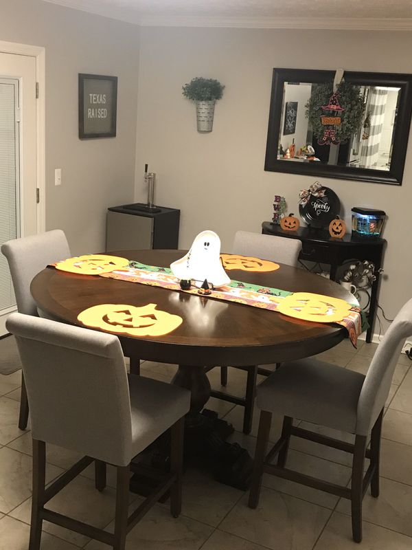 "60"" Round Wood Pedestal Dining Table and chairs LOWER PRICE!!"