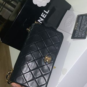Small Vintage Chanel for Sale in Boston, MA