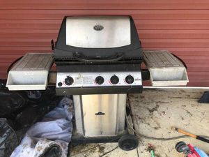 Gas grill works good for Sale in Columbus, OH