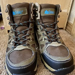 Denali Hiking Boots Women's Size 7 for Sale in Snohomish, WA