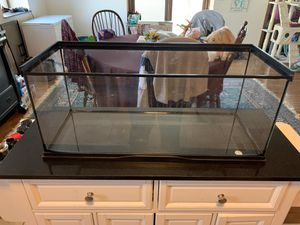20 gallon tank for reptile or other small animal for Sale in Fishersville, VA