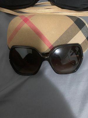 Burberry sunglasses for Sale in North Miami Beach, FL