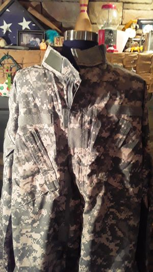Army coat zipper velcro for Sale in Painesville, OH