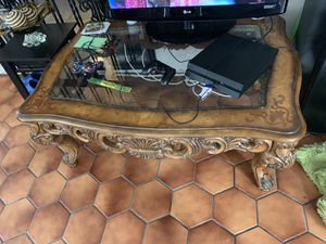 Antique coffee table for Sale in Miami, FL