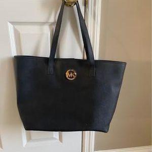 Michael Kors Black Tote Bag for Sale in O'Fallon, MO
