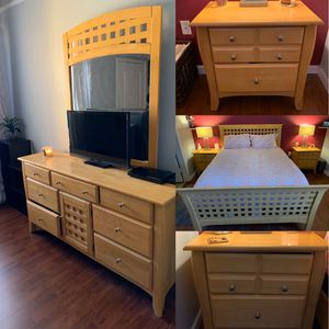4 Piece Wooden Bed Room Set! for Sale in Bay Lake, FL